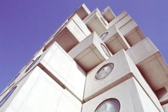 Una decina d'anni fa la Nakagin Capsul Tower di Tokyo è stata candidata tra le opere patrimonio dell'umanità Unesco