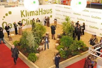 Il quartiere fieristico offre complessivamente 45.000 mq ed è situato nella zona commerciale di Bolzano. Klimahouse