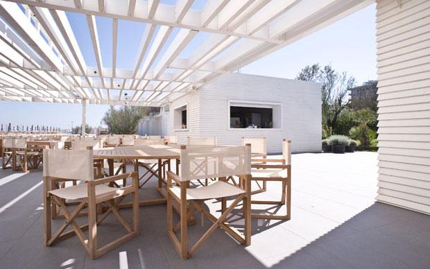 Design Per Ristoranti : Se anche la spiaggia è di design livingcorriere