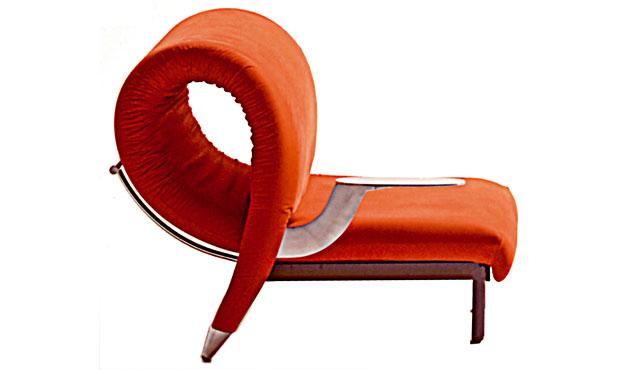 1988 con la plastica si personalizza ogni pezzo cambiando la texture. Firmata da Anna Castelli Ferrieri la poltrona su ruote 4814 di Kartell