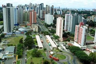 Una delle efficienti strade di Curitiba (Brasile)