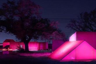 Le case del progetto Make It Right stanno sostituendo in queste settimane le sistemazioni provvisorie realizzate con le tende rosa del Pink Project