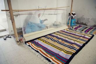 Gli oggetti della collezione sono stati disegnati da Matali Crasset e realizzati in collaborazione con gli artigiani locali nell'ambito di Palm lab