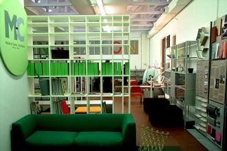 Gli interni della sede milanese di Material Connexion