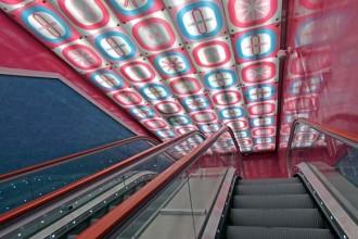 Il trionfo dei colori digitali della stazione napoletana Università