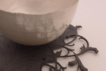 Tazza d'argento e sottopiatto di ferro. Il prezzo del primo oscilla tra 165 $
