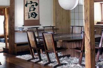 Un interno residenziale realizzato con gli arredi di George Nakashima nel 1976. Foto di Miriam Nakashima