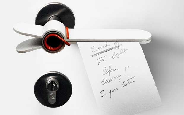 La maniglia SMnS disegnata da Gionata Gatto è un'autoproduzione del 2009