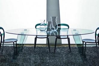 Il tavolo è Gemini CS/4051 con piano e base in vetro temprato