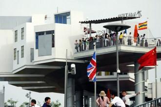 I padiglioni localizzati lungo il tragitto sono strutture chiuse al pubblico e i visitatori possono vederne il contenuto solamente attraverso i vetri