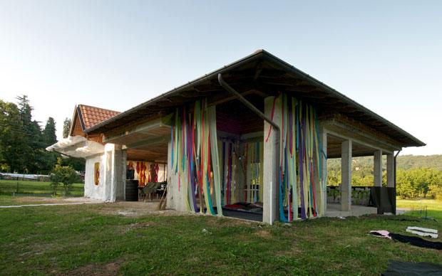 Il Camping Ameno è un edificio pubblico non finito che il comune di Ameno