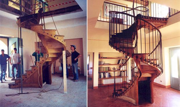 Boarezza. La scala in legno collega i due piani del cascinale. Acquistata presso un antiquario di Parigi