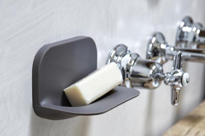 Mensole e specchi per il bagno che stanno su da soli - Mensole bagno senza forare ...