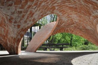 Il prototipo di una volta in muratura costruito nel 2011 nel campus dell'ETH di Zurigo. Estremamente sottile e dalle alte performance. Foto © Klemen Breitfuss