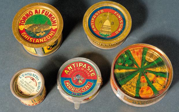 Insieme di scatole di antipasti e prodotti affini 1922-1934. Latta litografata Collezione privata.