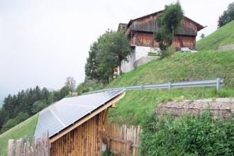 Il maso Huber sul monte Fröller a Rodengo dopo la cura: il ricorso a materiali spesso estranei non ha impedito il rispetto architettonico dell'impianto storico