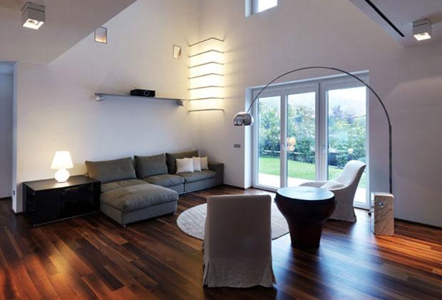 Massive House I è la prima di tre abitazioni sostenibili progettate dallo studio Rodighieri Associati. Il progetto a Gussano (Brescia) è  stato completato ad agosto 2008