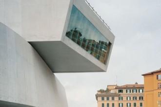 Mancano soltanto rifiniture e allestimenti interni. È il Museo dell'Arte del XXI secolo di Via Guido Reni (MAXXI) firmato da Zaha Hadid: 20.000 mq. di architettura pubblica ultracontemporanea che ridisegna un pezzo di città a ridosso del Tevere. La fine dei lavori è prevista per maggio 2009. Il concorso è del 1998.