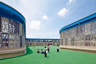 L'architettura della scuola Flor del Campo vuole ricordare le cellule e gli anelli che compongono l'organismo