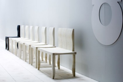 L'architetto Shigeru Ban e il suo ultimo progetto di arredo. La sedia di carta 10-UNIT SYSTEM realizzata per l'azienda finlandese Artek