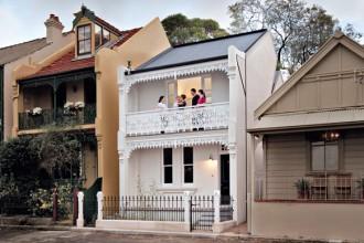 Vista frontale della casa vittoriana di proprietà degli architetti Tony Chenchow e Stephanie Little
