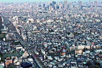 Una veduta dall'alto di Tokyo. In basso a sinistra
