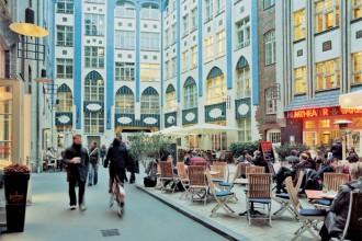 La Weltzeituhr (orologio mondiale) al centro di Alexanderplatz è invece uno dei classici punti dove darsi appuntamento