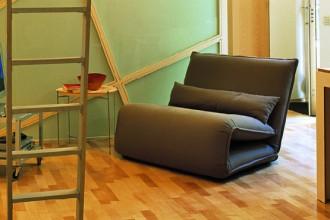 Attrezzato con librerie modulari della serie Ivar di Ikea