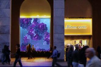 L'ingresso de La Rinascente in Piazza Duomo a Milano