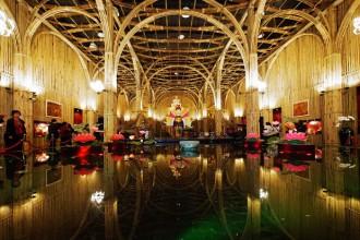 Il padiglione vietnamita è circondato interamente per i 1000 metri quadrati su cui si estende da una protezione di bambù in grado di ridurre l'impatto del riscaldamento solare