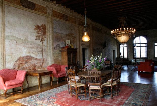 Gli interni di Villa Agostini. In foto