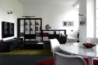 Villa neoclassica e interni di moderni. L'anima senza tempo dell'architettura si riflette negli arredi