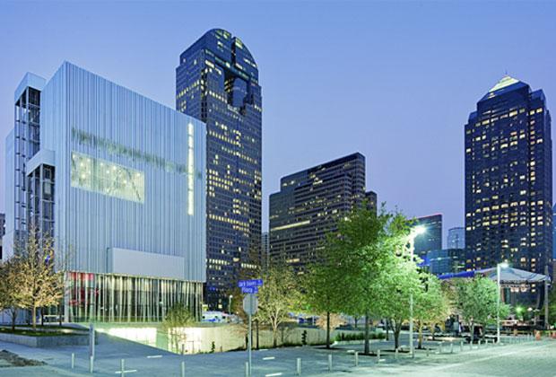 Il nuovo teatro di prosa progettato da REX / OMA è inserito nella grande area di Dallas dedicata alle arti sceniche