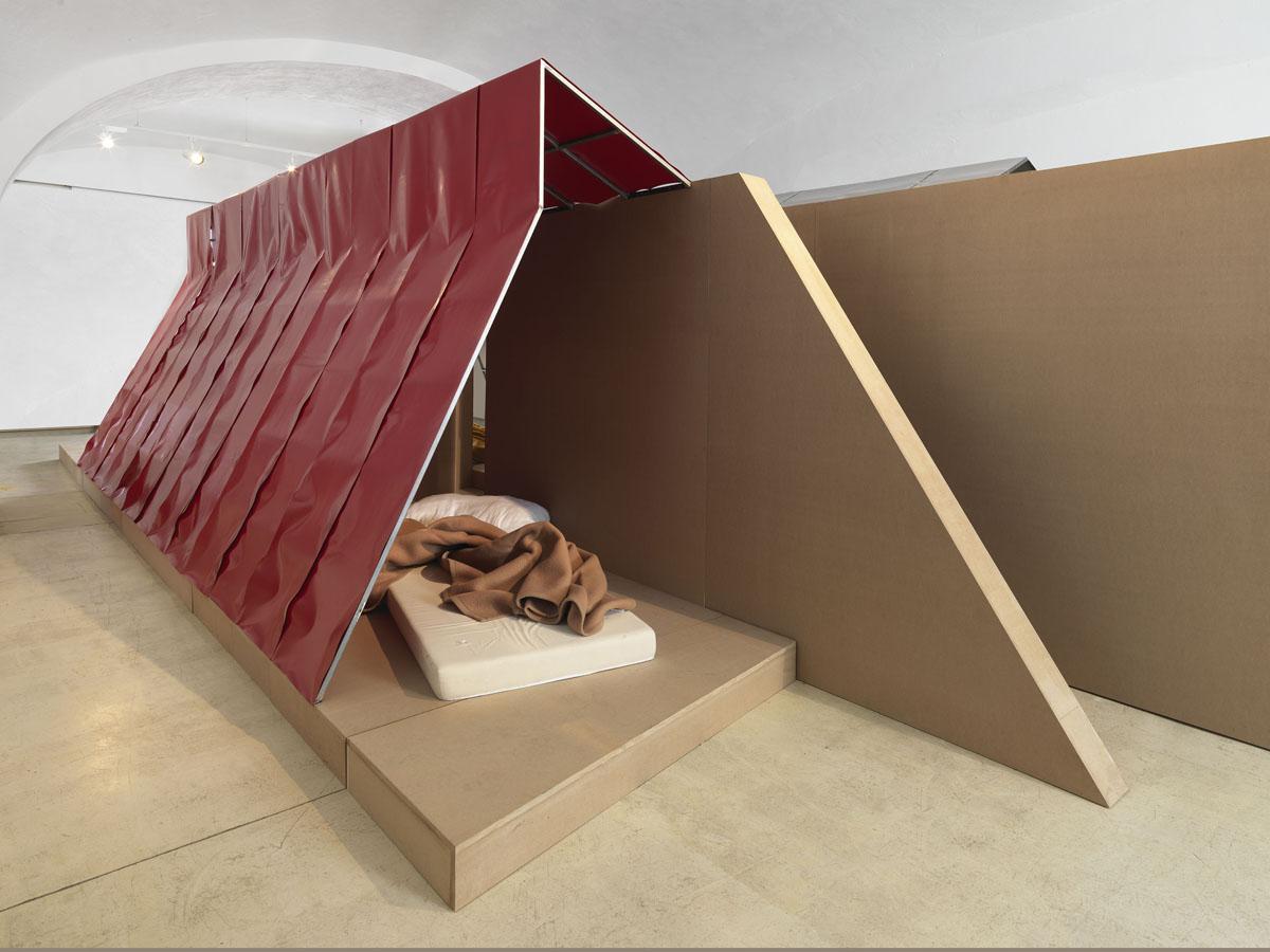 Plastic village livingcorriere - Oblo tetto casa ...