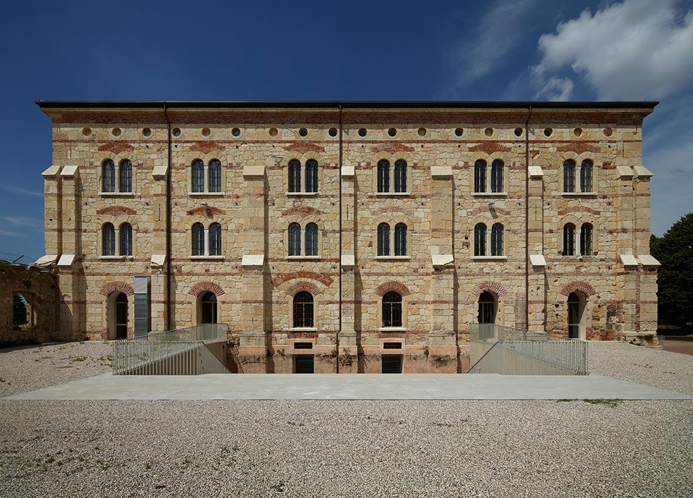 Medaglia d 39 oro all 39 architettura italiana 2015 living for Architettura italiana
