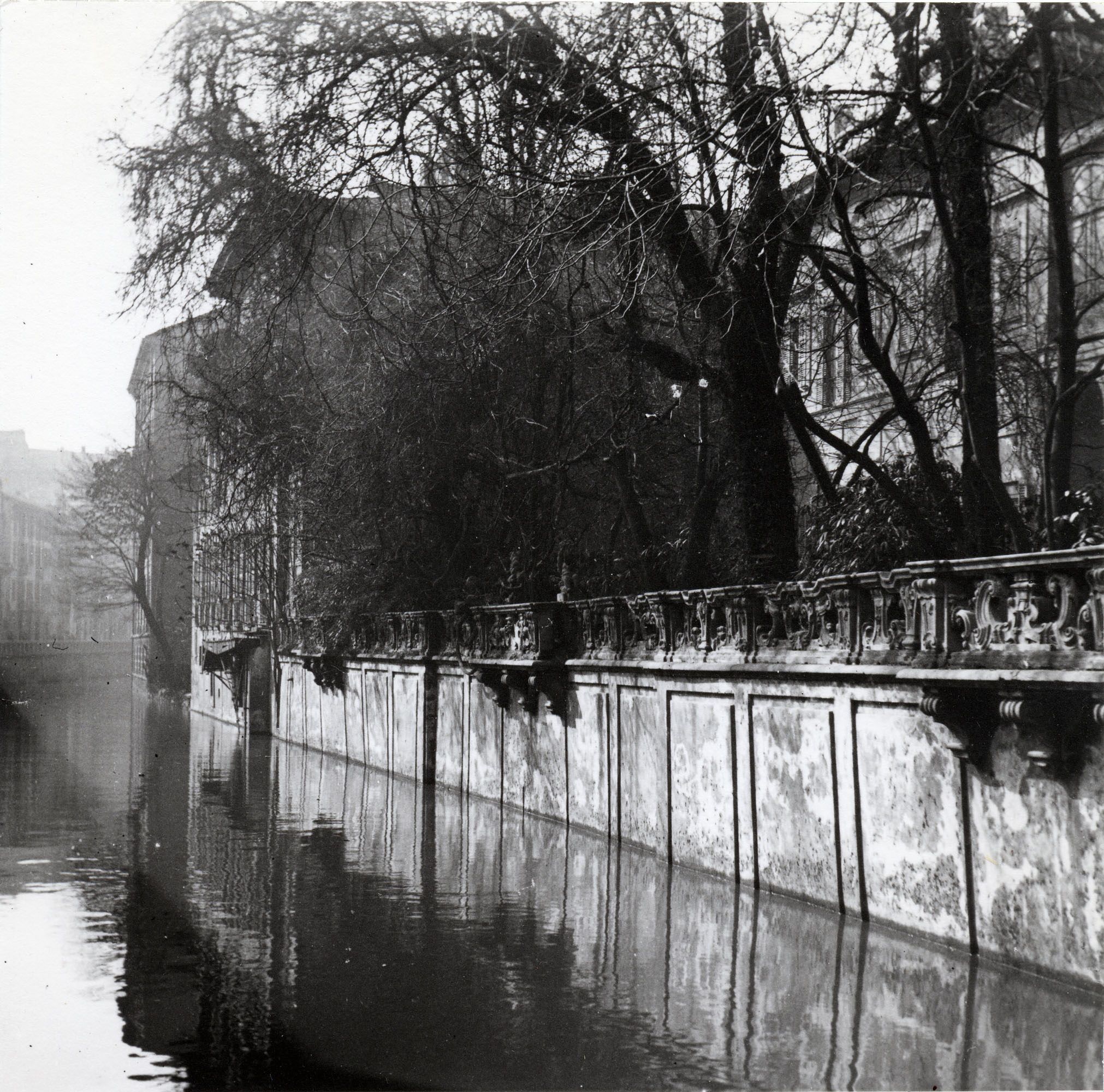 02 - Balaustra di Palazzo Visconti © Archivio fotografico Arnaldo Chierichetti