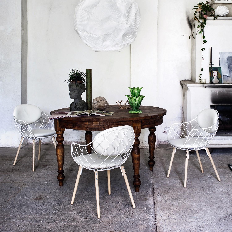 Scegliere le sedie classiche for Sedie nere moderne