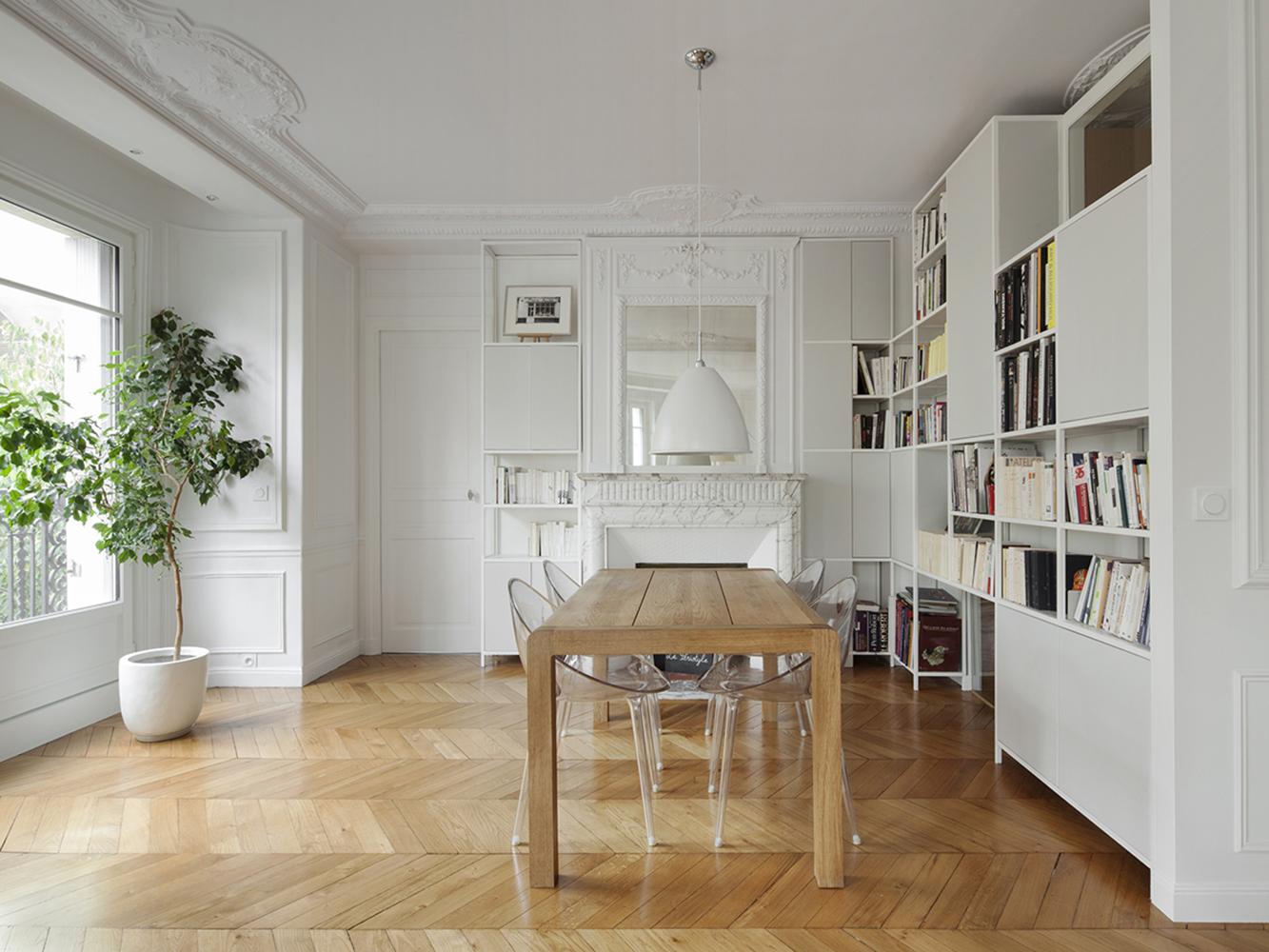 Ristrutturazione di un appartamento a parigi for Case ristrutturate da architetti foto