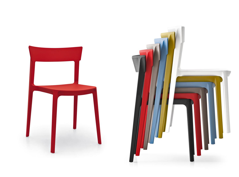 18 sedie in plastica per la casa e la cucina living corriere for Sedia skin calligaris