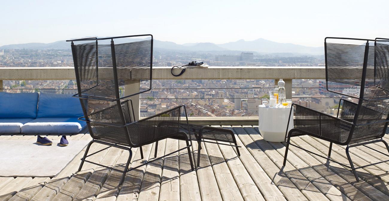 Arredare il balcone 40 idee livingcorriere for Arredi per terrazzo