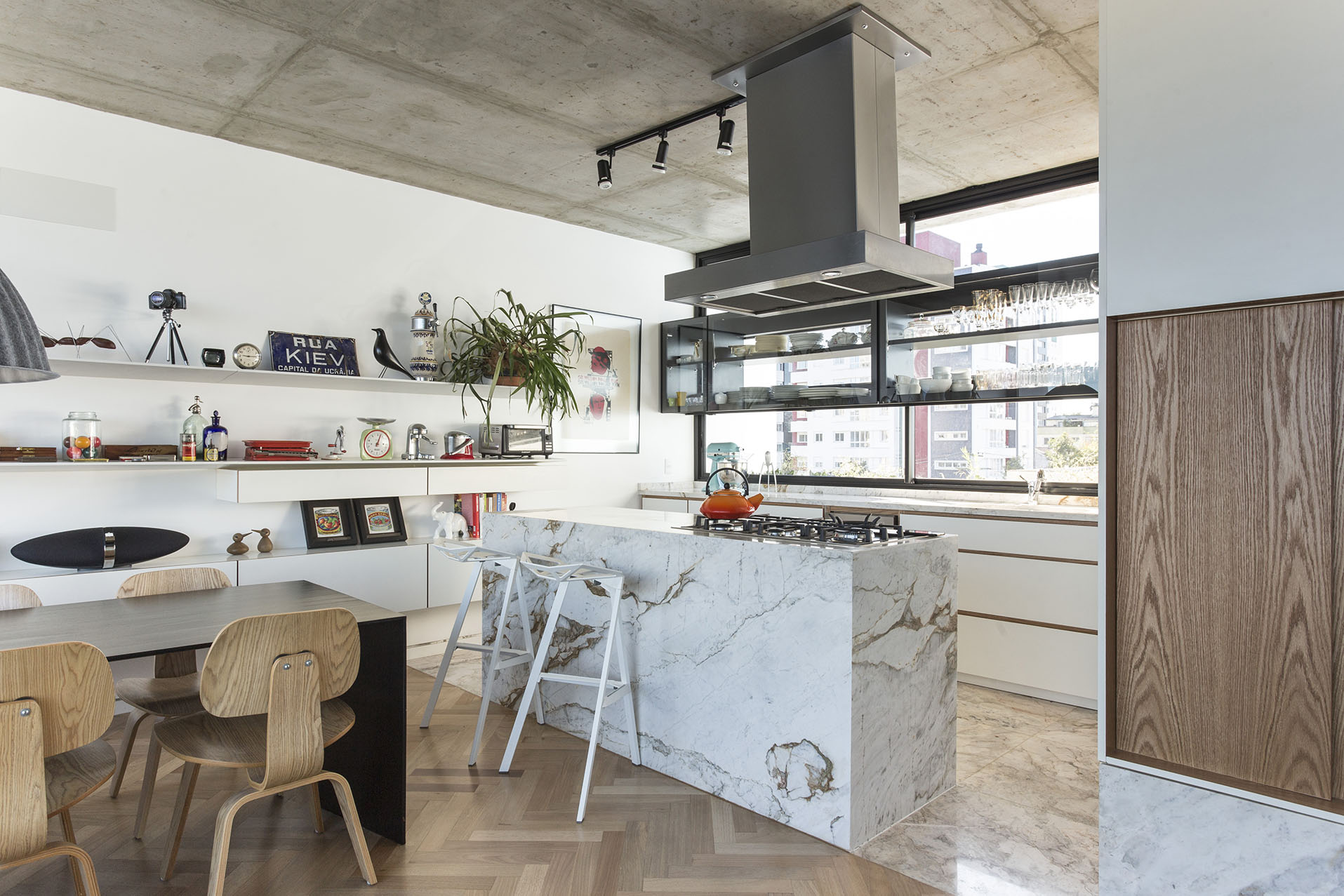 30 idee per una cucina con isola livingcorriere - Cucine con isola ...
