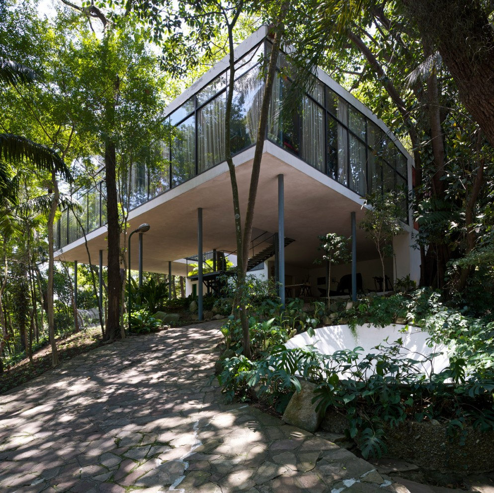 Glass House in MorumbÌ, Sao Paulo by Lina Bo Bardi