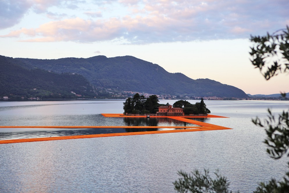 floating-piers-christo-01