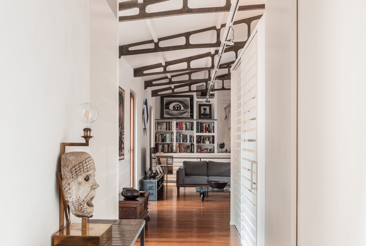 casa in stile industriale a roma living corriere