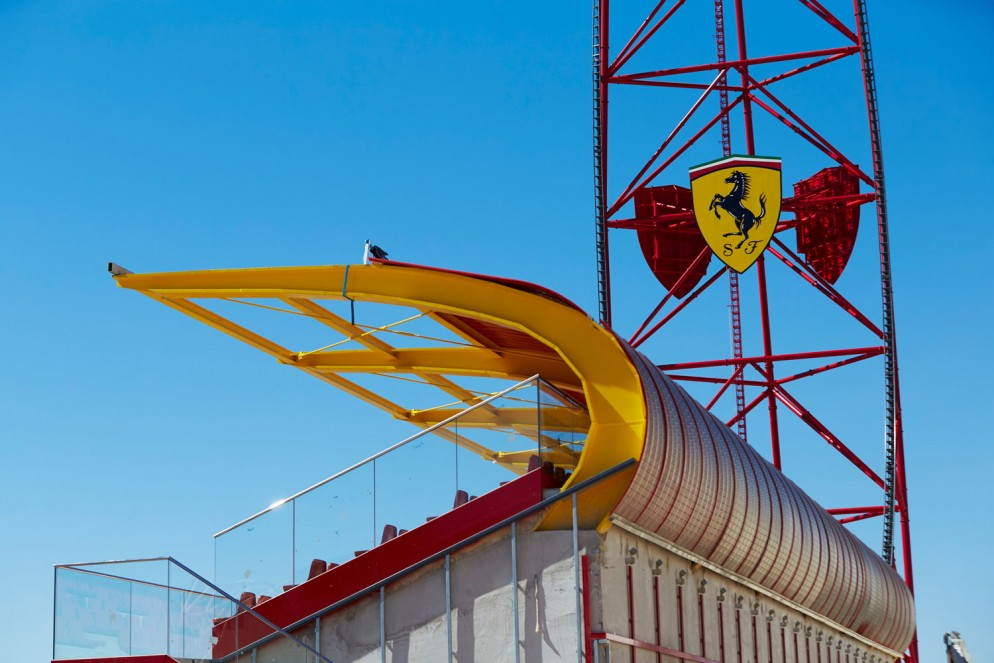 Ferrari-Land_recta-final-fase-construccion-(2)