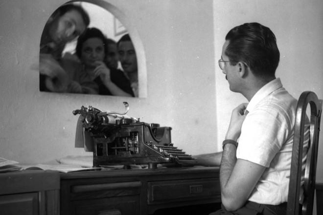 06_Publifoto Roma, Emigranti al Consolato Venezuelano di Roma, 1946, inkjet print da negativo