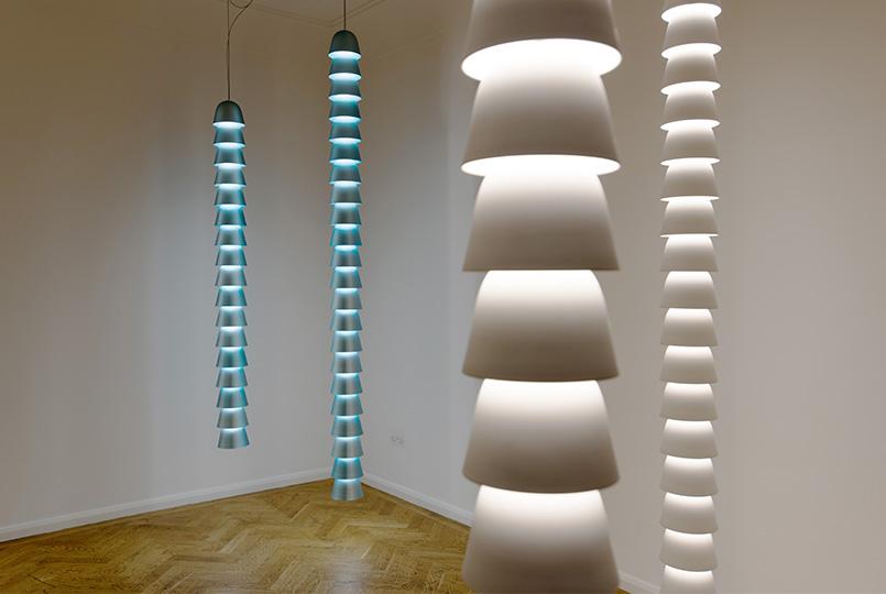 Bouroullec le catene luminose 39 chains 39 da galerie kreo for Catene arredamento