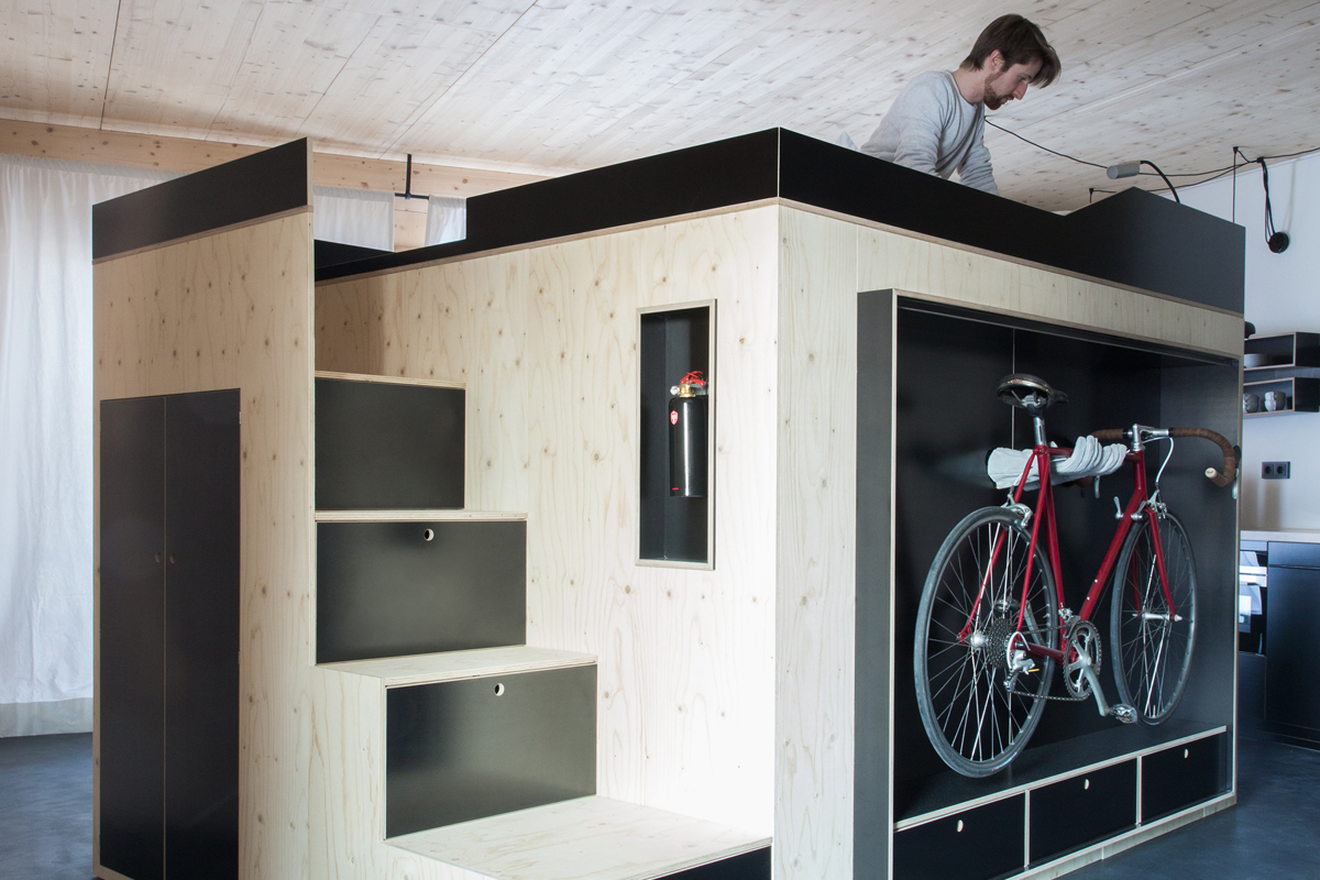 Un cubo salvaspazio per arredare i monolocali living for Idee arredamento