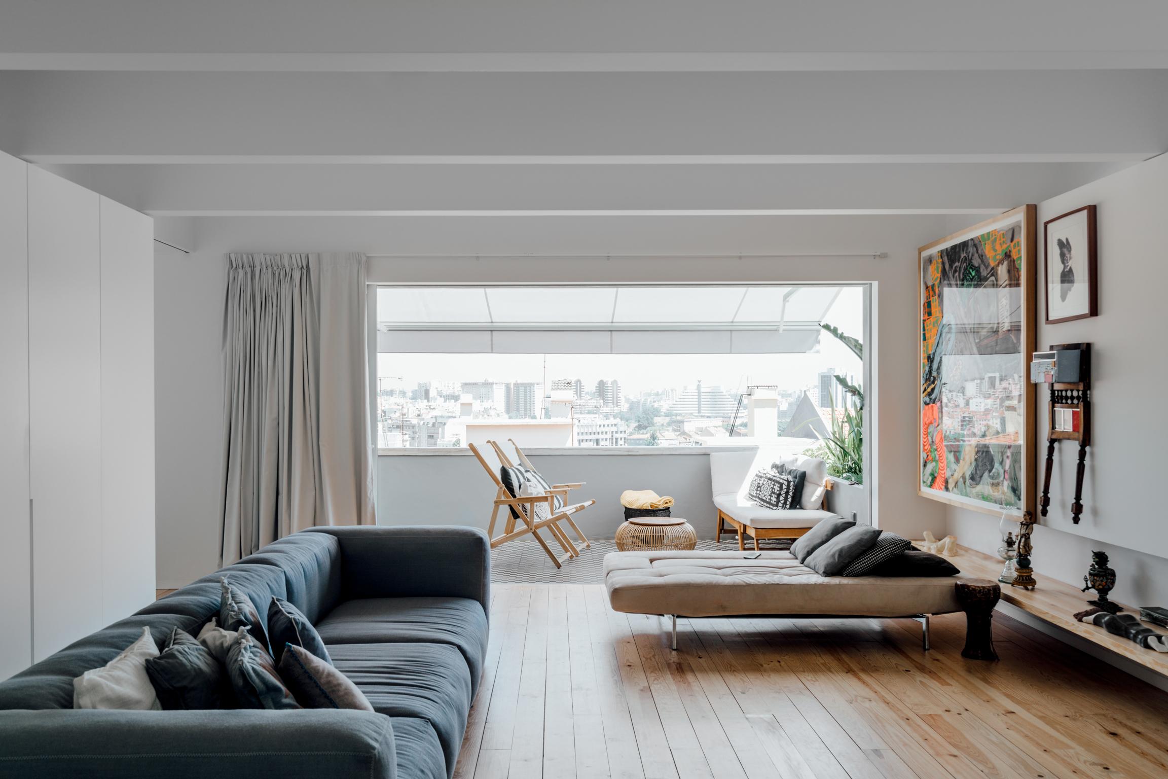Una mansarda sui tetti di lisbona living corriere for Idee per arredare un trullo