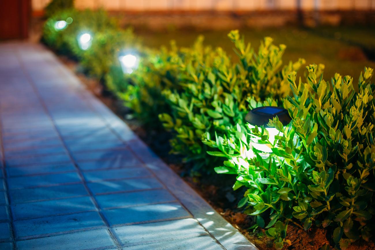 10 consigli per illuminare il giardino - Foto